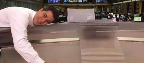 Evaristo Costa gravou vídeo aos fãs dizendo que realmente vai sair da Globo. ( Foto: Google)