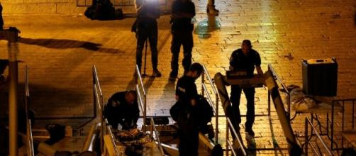 Israel removes Temple Mount metal detectors that enraged the ... - jpost.com