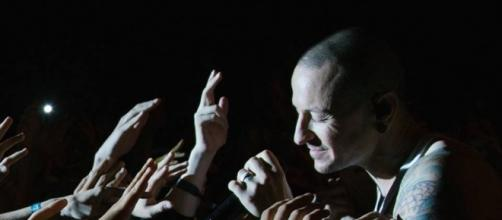 Unable to accept Chester Bennington's death, two Linkin Park fans committed suicide (via Facebook/Linkin Park)