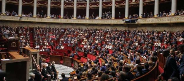 L'Assemblée vote l'interdiction des emplois familiaux