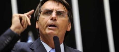 Bolsonaro discursando na câmara