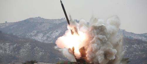 Corea del Norte lanza un misil balístico hacia el mar del Japón ... - sputniknews.com