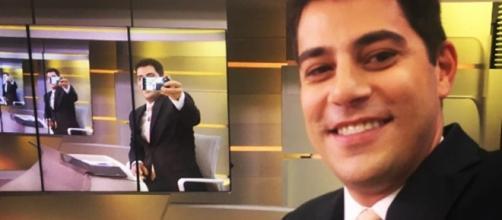 Evaristo Costa em 'selfie' descontraída nos bastidores do Jornal Hoje.