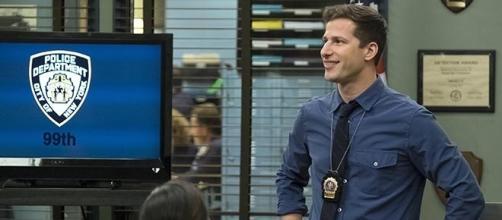 "Jake Peralta is sporting a new look in ""Brooklyn Nine-Nine"" season 5. [Image source: Youtube Screen grab]"