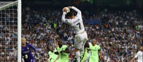 Ronaldo marquant de la main face à Manchester City le 4 Mai 2016 - BPI/Shutterstock/SIPA