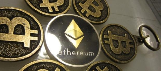 Bitcoin keychains (credits: flickr https://www.flickr.com/photos/btckeychain/30770561533)