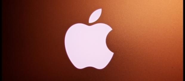 Court orders Apple to pay over $500 million over patent dispute case. [Image via Flickr/Paul Hudson]