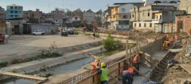 Ecuador construye muro de 4 metros de alto en frontera con Perú