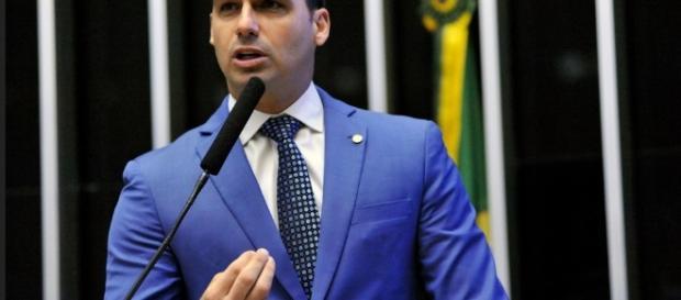 Eduardo Bolsonaro discursando na Câmara Federal