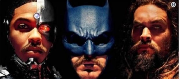 Meme sobre o bigode do Homem de Aço