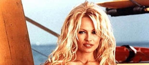 Pamela Anderson en Baywatch, Los Vigilantes de la Playa.
