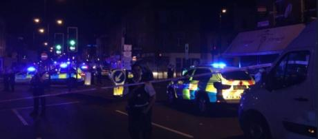Londra, un van contro i fedeli: un morto e otto feriti - IlGiornale.it - ilgiornale.it