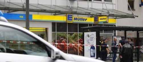 Amburgo, un uomo accoltella sette persone in un supermarket - ilfattoquotidiano.it