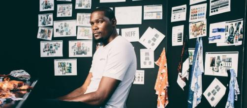 Kevin Durant entered the Guinness Book of World Records for hosting the world's largest basketball workshop. [Image via Facebook/Kevin Durant]
