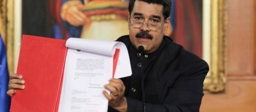Maduro firma decreto para convocar a una Asamblea Constituyente en ... - televisa.com