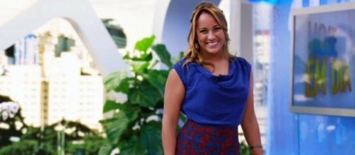 Renata Alves apresenta o programa 'Hoje em Dia' da Rede Record