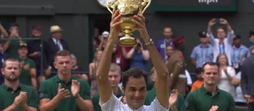 Roger Federer celebrating his 8th Wimbledon/ Photo: screenshot via Wimbledon official channel on YouTube