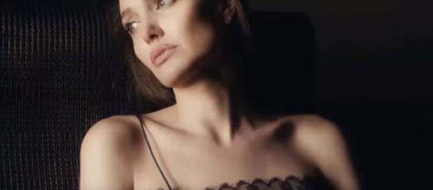 Angelina Jolie - YouTube Screenshot | Celebrities TV/https://www.youtube.com/watch?v=5FYtMqjjVEQ