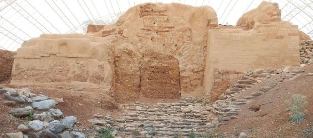 Canaanite Gate in Tel Dan, 2017 by DinaKuzia via Wikimedia Commons