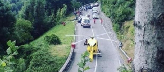 Tragedia a un rally nel Bresciano, auto esce fuori di strada e ... - lastampa.it
