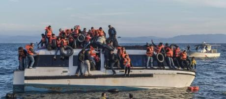 Syrian and Iraqi immigrants getting off a boat from Turkey. Image credit CGIA Wikimedia