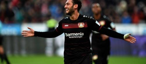 Calciomercato Serie A, ennesimo colpo per il Milan che prende Hakan Calhanoglu