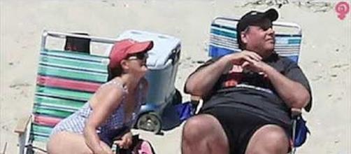 Governor Chris Christie and family enjoy close beach [ImageCredit : LW/YouTube screen shot]