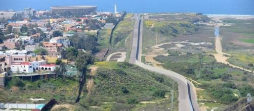 Máxima seguridad en el muro fronterizo que separa Estados Unidos ... - teinteresa.es