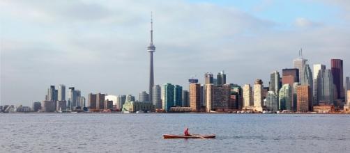 Toronto skyline from Toronto Islands (Wikimedia Commons - wikimedia.org)
