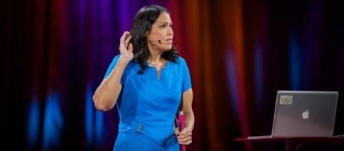 Wanda e seu mentor desenvolveram um método para ''escutar as estrelas''. ( Foto: Reprodução/TED).
