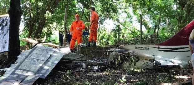 Destroços do monomotor que bateu no chão e explodiu - foto: Reprodução / Google