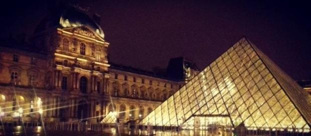 Museo de Louvre a la media noche. Foto por Mitzi Vera