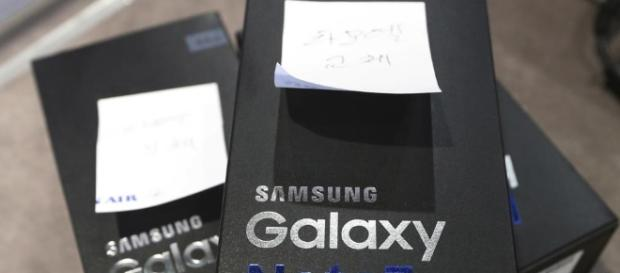 Samsung puts safety first after Note 7 fiasco ahead of Galaxy S8 ... - hindustantimes.com
