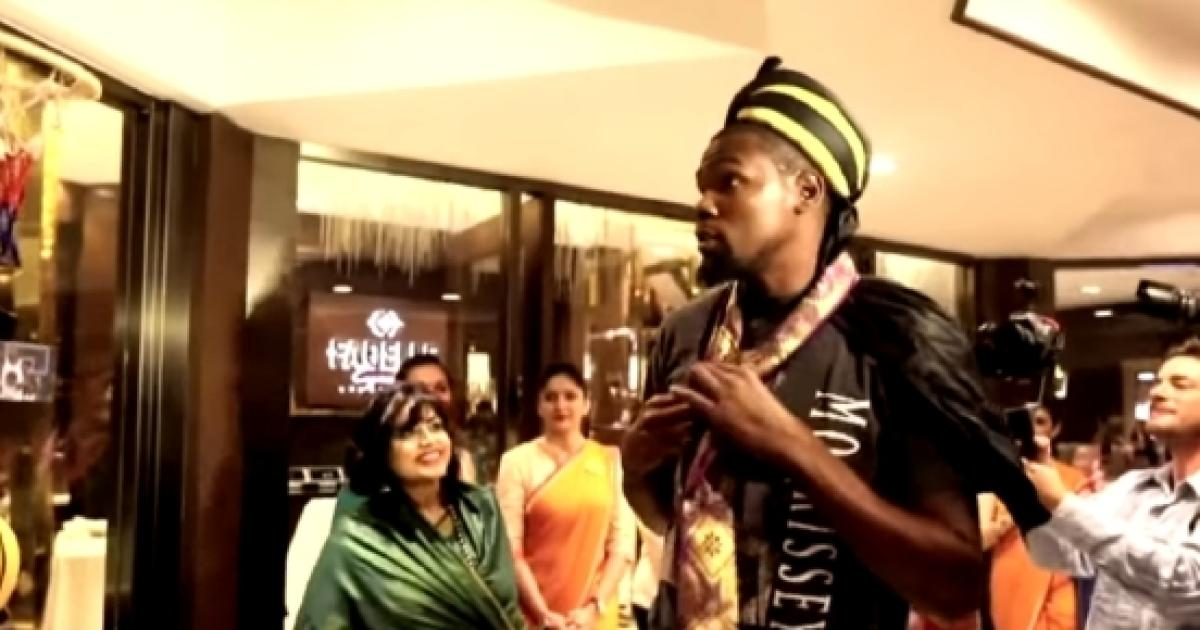 0d5631086ca Kevin Durant s first ever visit to India creates history