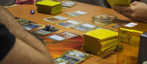 A game of magic Commander / EDH (via wikimedia commons - Tourtefouille)