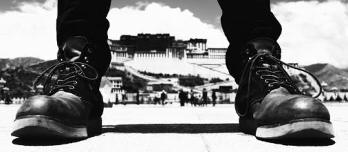 boots before the Dalai Lama's palace in Lhasa.https://pixabay.com/en/the-potala-palace-potala-palace-2459121/