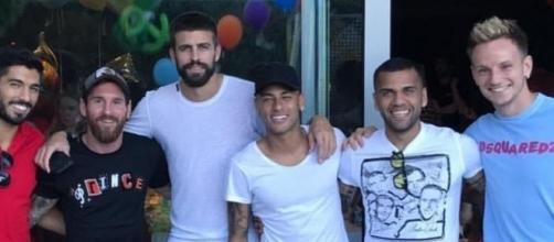 Neymar s'affiche avec ses ex-collègues du FC Barcelone