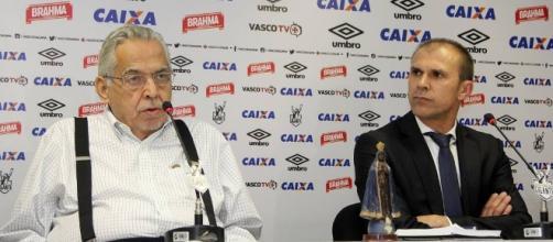 Técnico Milton Mendes e presidente do Vasco, Eurico Miranda (à esquerda)