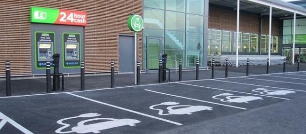 Car park for charging electric cars (credit - Glen Wallace – wikimediacommons)