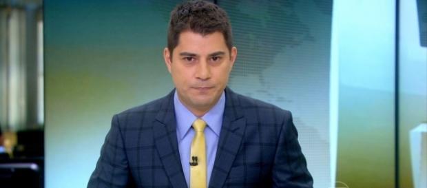 Evaristo Costa é seguido por milhões