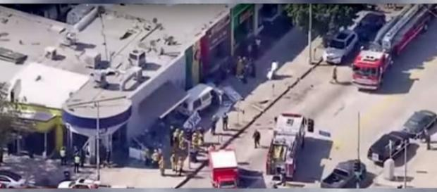 Scene after the crash in Los Angeles [Image: YouTube/NEWS]