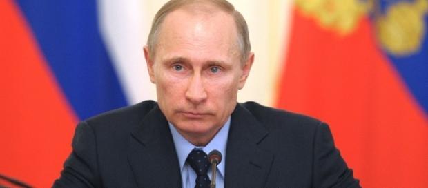 Vladimir Putin ha deciso l'espulsione dalla Russia di 755 diplomatici statunitensi