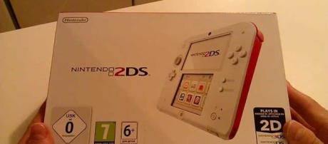 2DS Red and White Console Unboxing | UnlistedLeaf/YouTube