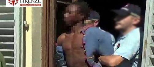 Il protagonista della vicenda tratto in arresto dalla Polizia Municipale