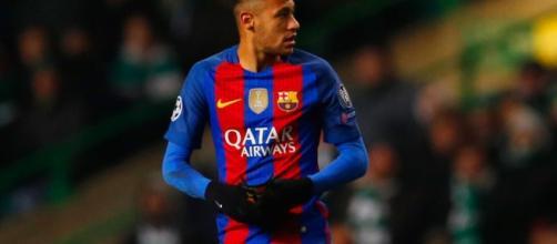 PHOTOS: Neymar in 'handbags' clash with Celtic's Mikael Lustig ... - eurosport.co.uk
