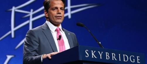 Scaramucci speaking at SALT Conference in 2016 (Wikimedia Commons, photo by JDarsie11)