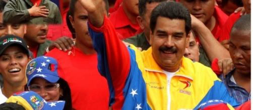 Venezuela : Nicolas Maduro envoie Manuel Valls sur les roses