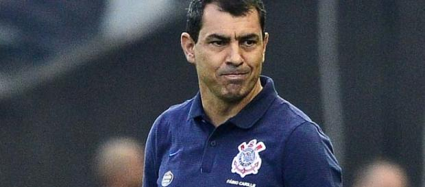 Treinador corintiano criticou gol anulado