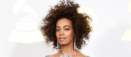 Jay-Z finally addressed the cheating scandals and Solange Knowles has something to say about it. (via Blasting News library)