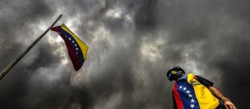 Giovane protestante venezuelano